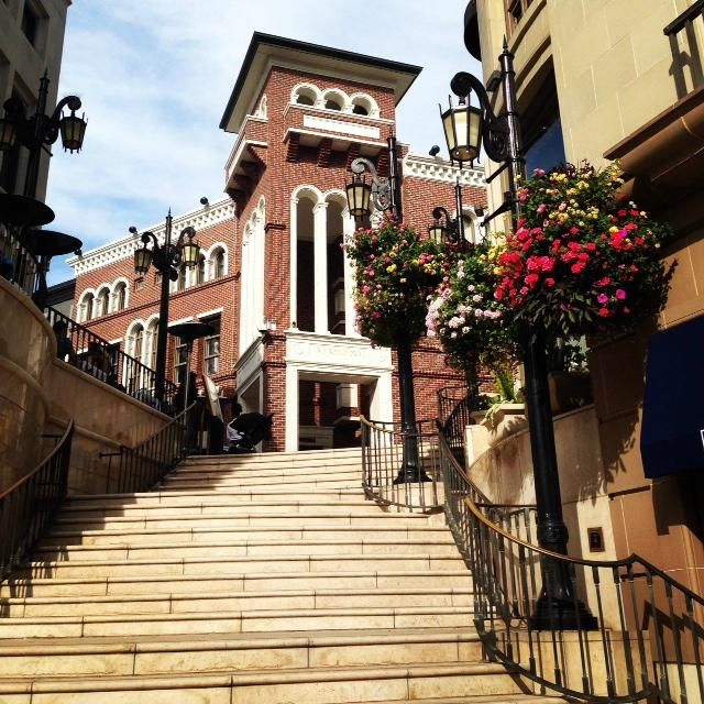 The Spanish Steps At Via Rodeo On Drive Lead To 3 Diffe Restaurants And Versace