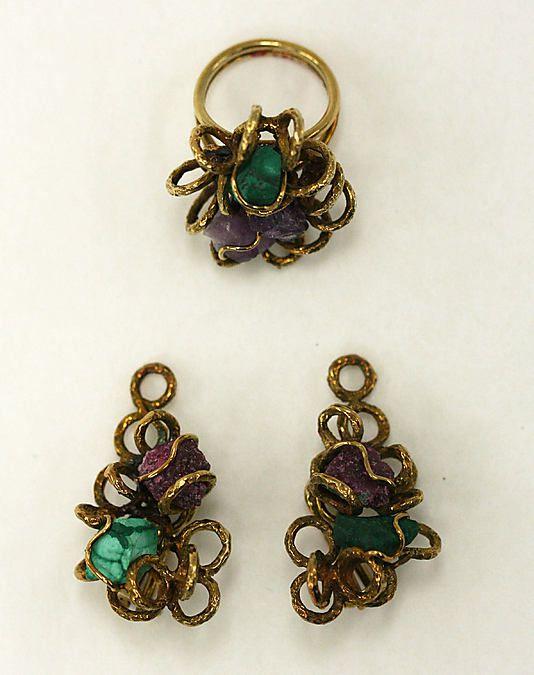 Jewelry set, gold, malachite, quartz, amethyst. 3.2cm. Anonymous gift. Made in 1976.