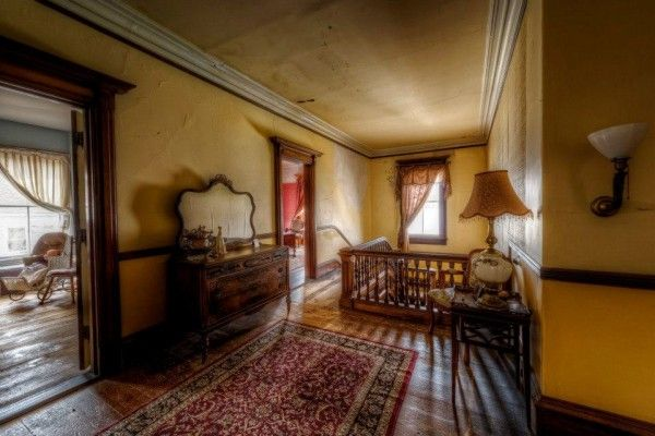 1875 Mansion Is Being Sold For Dirt Cheap, But No One