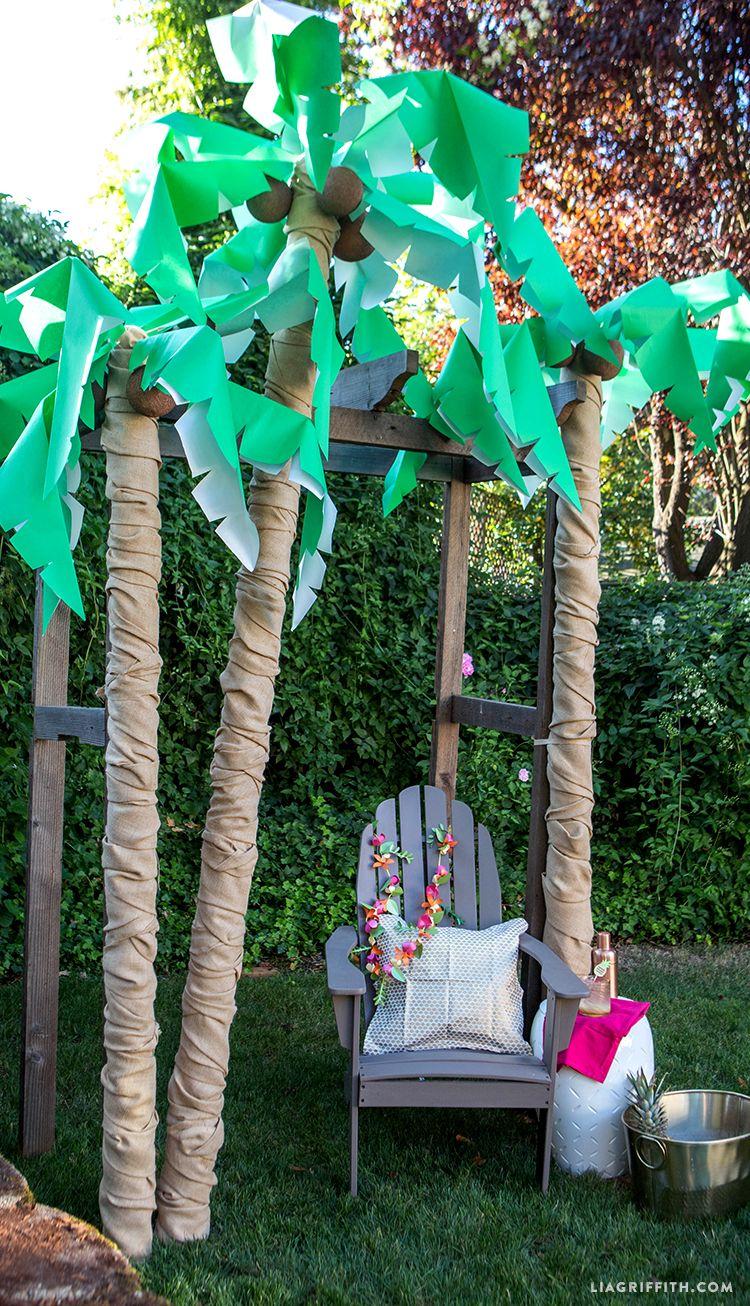 Diy Palm Tree Party Decor With Images Luau Theme Party Luau