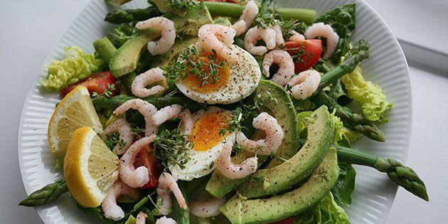 Lækker Salat Med æg Rejer Og Grønne Asparges Opskrift I 2019