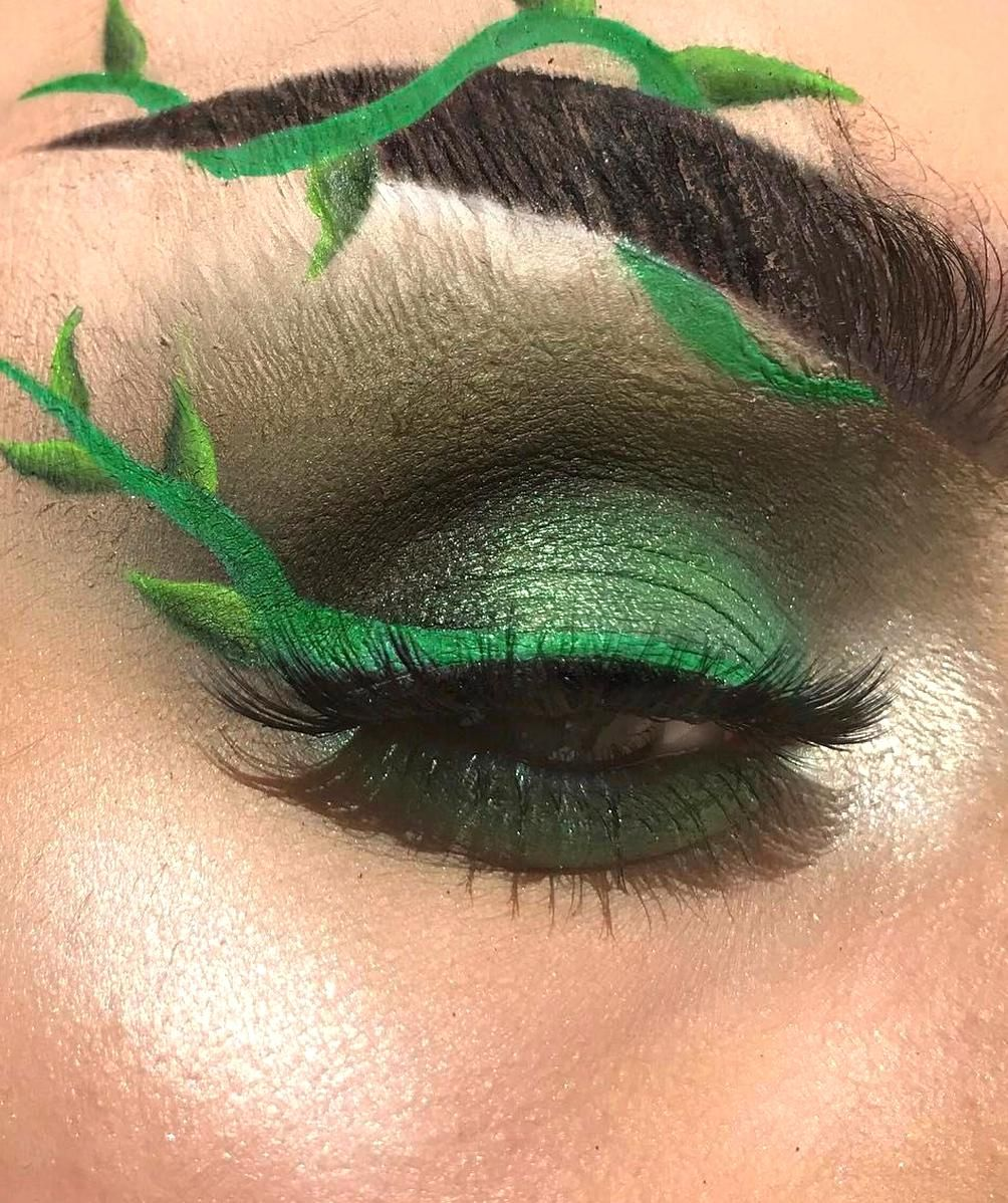 Pin By Giuli Ana On Poison Ivy In 2020 Poison Ivy Makeup Fantasy Makeup Halloween Makeup Looks
