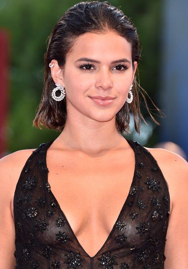 2e92cc917 Bruna Marquezine brilha em red carpet na Itália com look ...