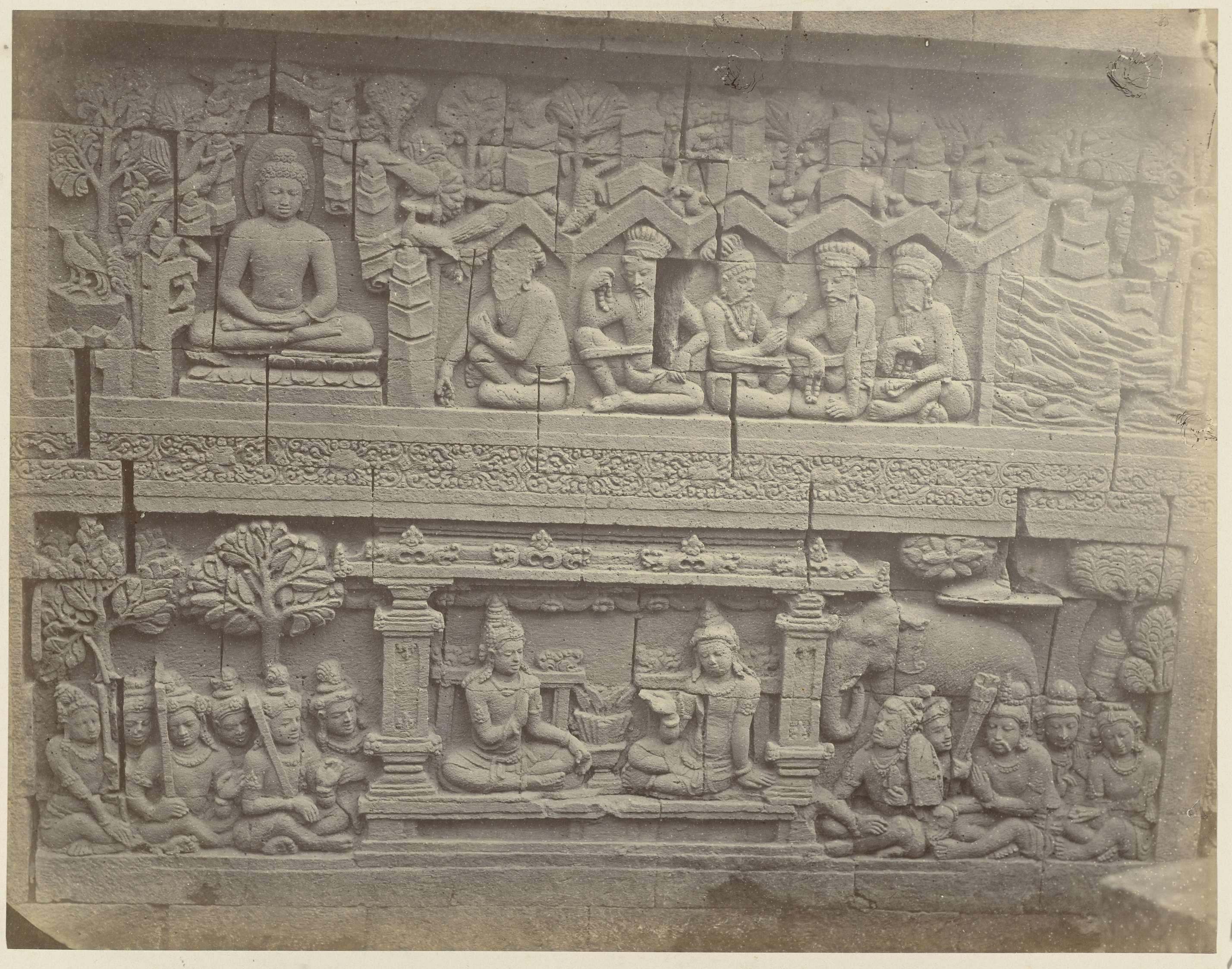 Isidore van Kinsbergen | Basreliëf in de muur aan de noordzijde van de Borobudur, Isidore van Kinsbergen, 1873 | Waarvan het bovenste gedeelte een verhaal verteld van Siddhartha in Lalitavistara en het onderste een Avadana relief het verhaal van Rudrayana.