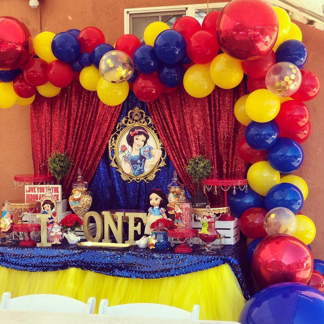 Itzayana S 1st Birthday 1stbirthday Snowwhiteparty Balloons