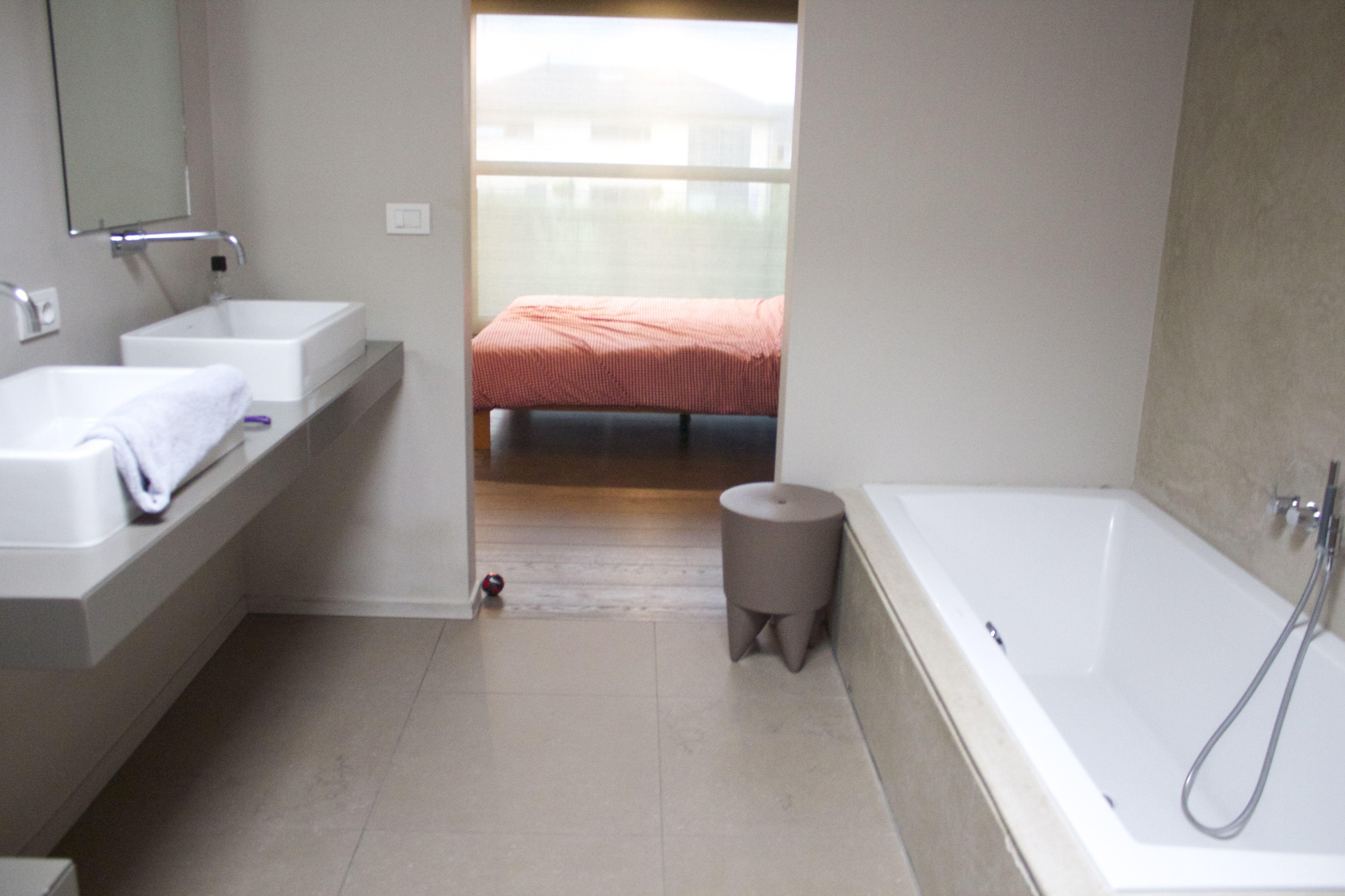 Badkamer met doorgang naar slaapkamer extra egide meertens