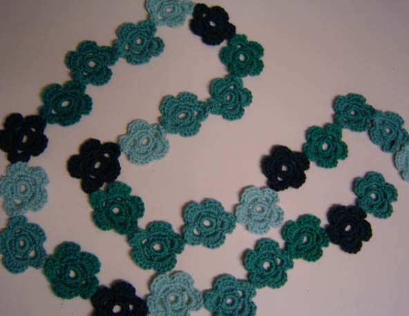 Free daisy-chain scarf pattern
