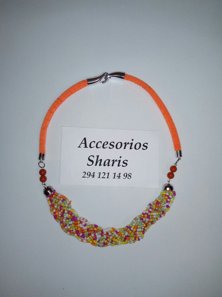 31dc5da8ef8c Collar. Cordón naranja. Chaquira. Mostacilla. Trenzado