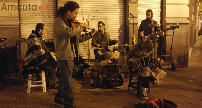 Street musicians of Buenos Aires by night Telmo
