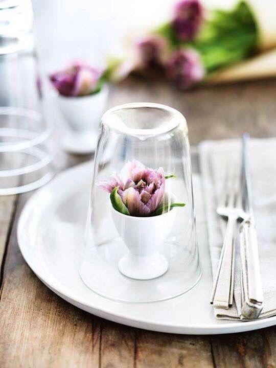 Pin von anna godin auf tisch dekoration dekoration ostern und tisch dekorieren - Glasglocke dekorieren ...