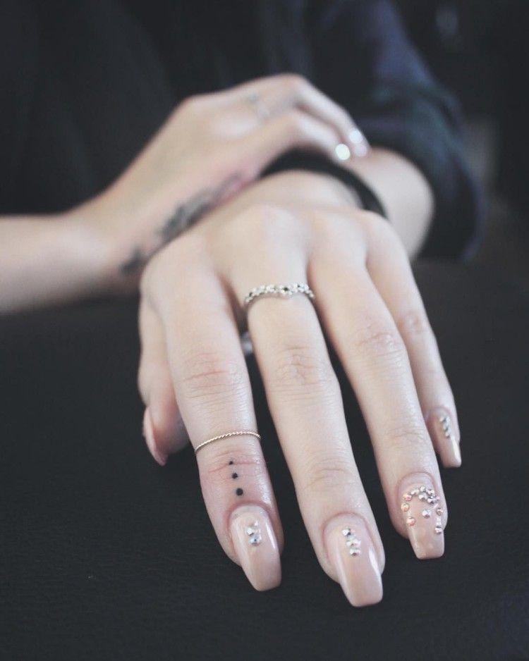 Petit Tatouage Discret Femme Doigts Modele Elegant Tattoo Lovely