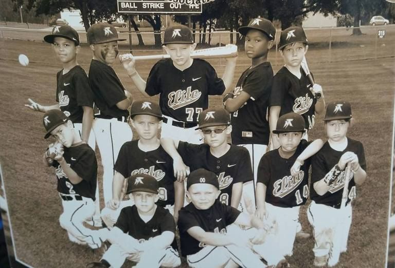 17 Creative Ideas For Baseball And Softball Team Portraits In 2020 Softball Team Baseball Team Pictures Team Pictures