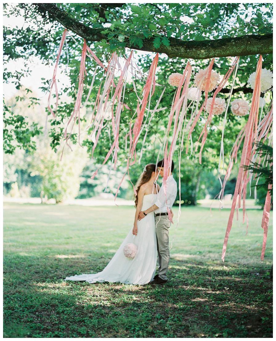Pompoms Und Satinbändern In Einem Baum And Satin Ribbons A Tree Make