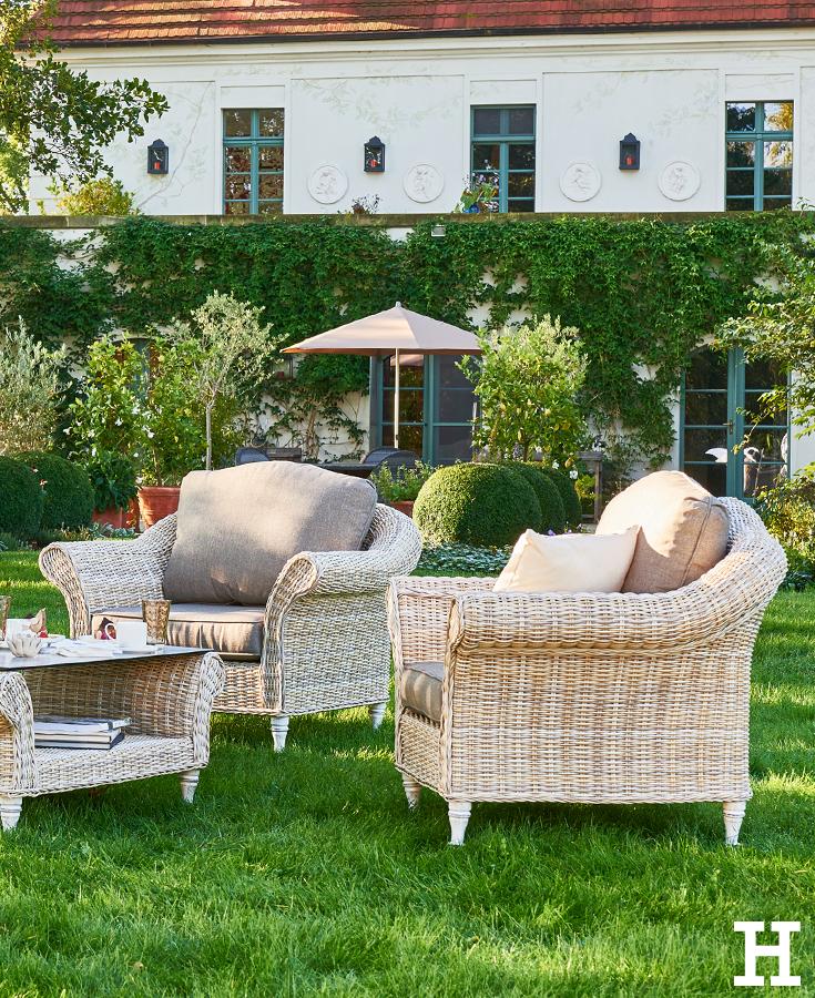 gem tliches beisammen sein in einer gem tlichen sitzgruppe garten moebel sitzgruppe. Black Bedroom Furniture Sets. Home Design Ideas
