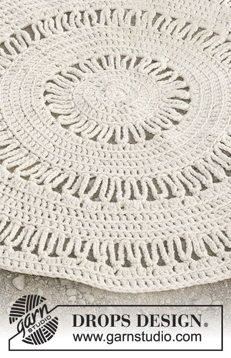 Circular floor rug with double crochet and lace pattern, worked with ...