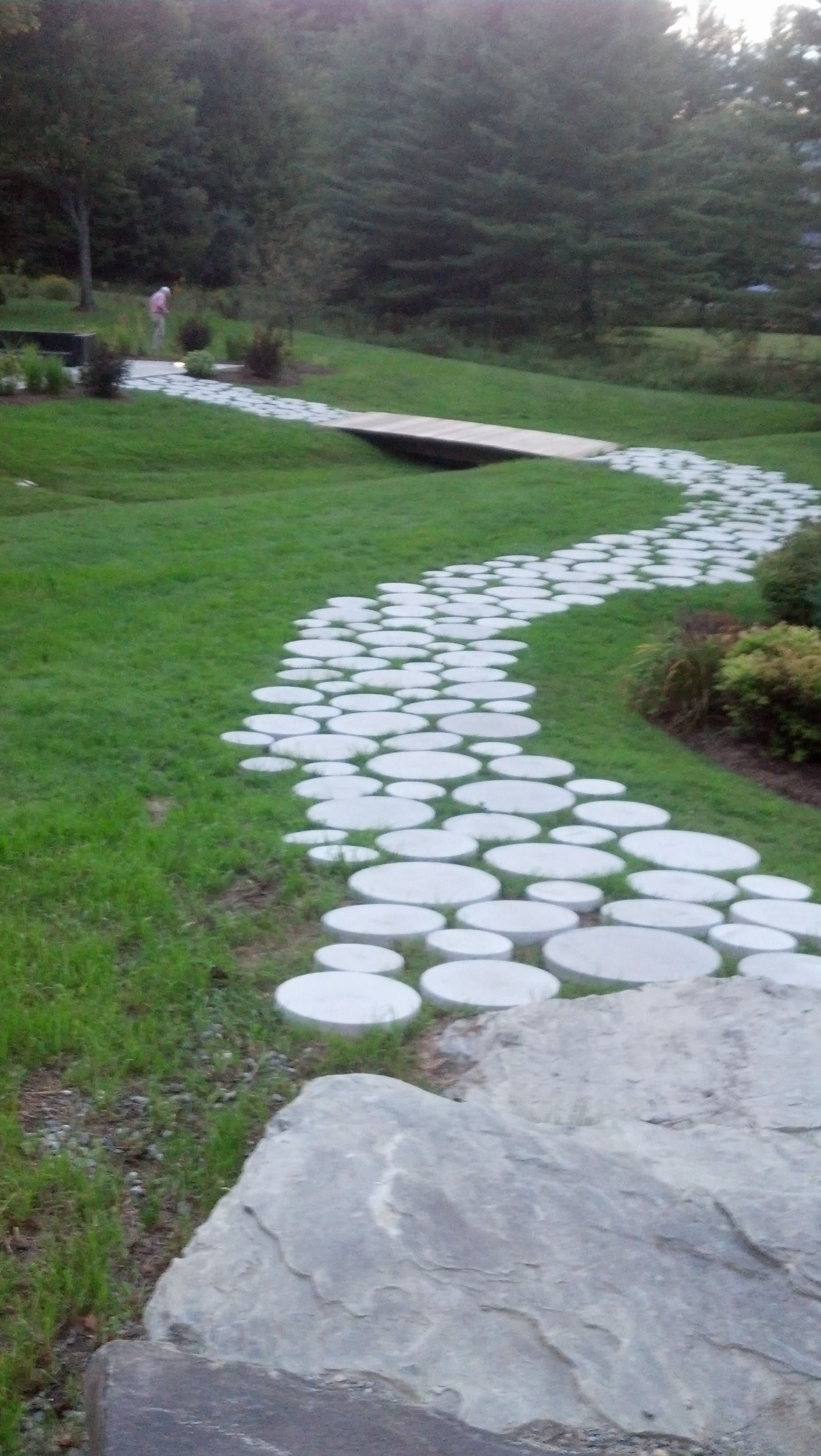 Using Circular Concrete Pavers Of Different Sizes To Create A