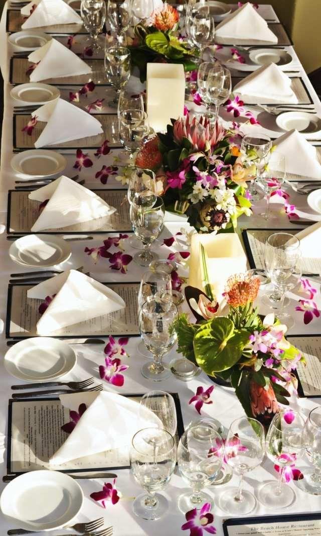 hochzeit tischdeko ideen exotisch orchideen verstreut   Tisch- und ...