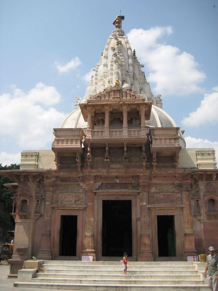 Shwetambar and Digambar Jain temple, Maksi   ️Jainism ️