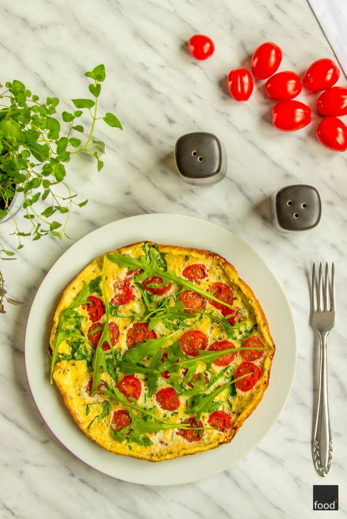 Frittata Z Pomidorkami Koktajlowymi I Rukola Food Recipe Vegetable Pizza Food Vegetables