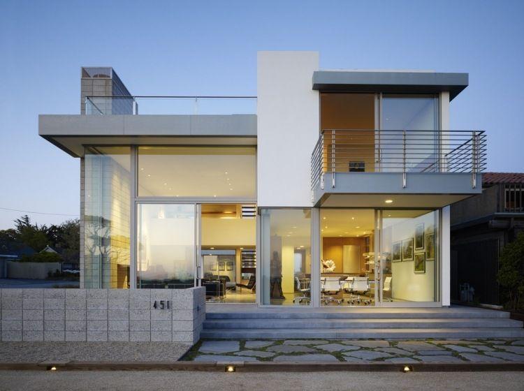 modernes Haus mit großen Glasfronten und Stahl-Elementen - elemente terrassen gestaltung