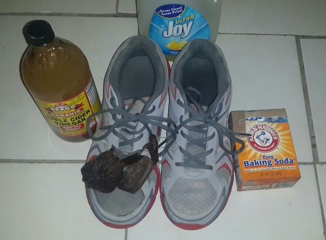 Pin by setuakter on fashion pinterest smelly shoes a guide of how to clean smelly sneakers leather and suede shoes using washing machine vinegar baking soda and alcohol telling you which one works ccuart Gallery