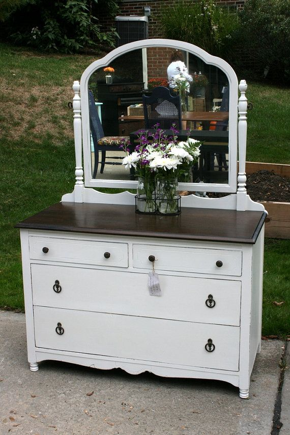 Pee White Dresser With Mirror