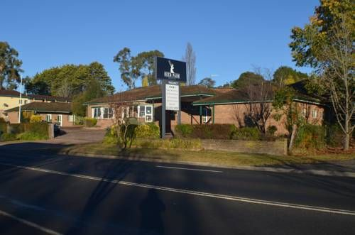 Deer Park Motor Inn Armidale Featuring free WiFi and an indoor pool, Deer Park Motor Inn offers air-conditioned rooms with cable TV, situated just 5 minutes' drive from Armidale city centre.