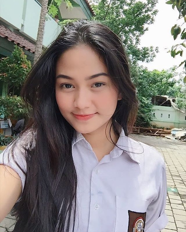 Pin di SMA Indo Cantik (Beautiful Indonesian High School)
