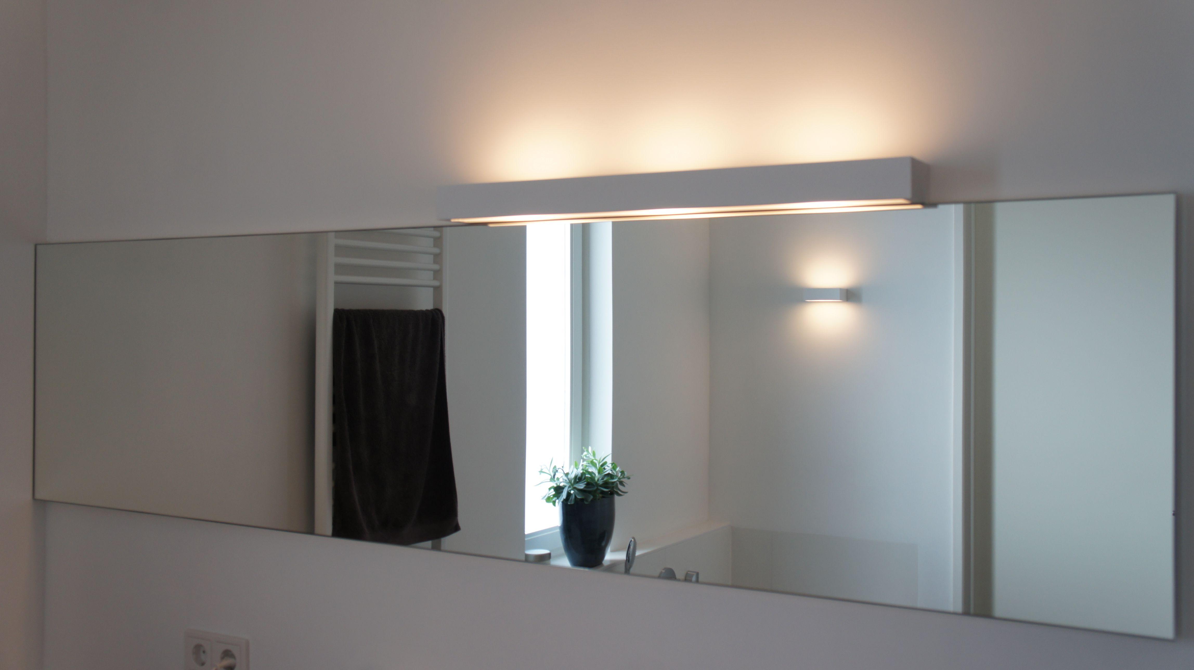 Mooie Spiegel. Mooie Spiegel Met Verlichting Aangebracht Door Van ...