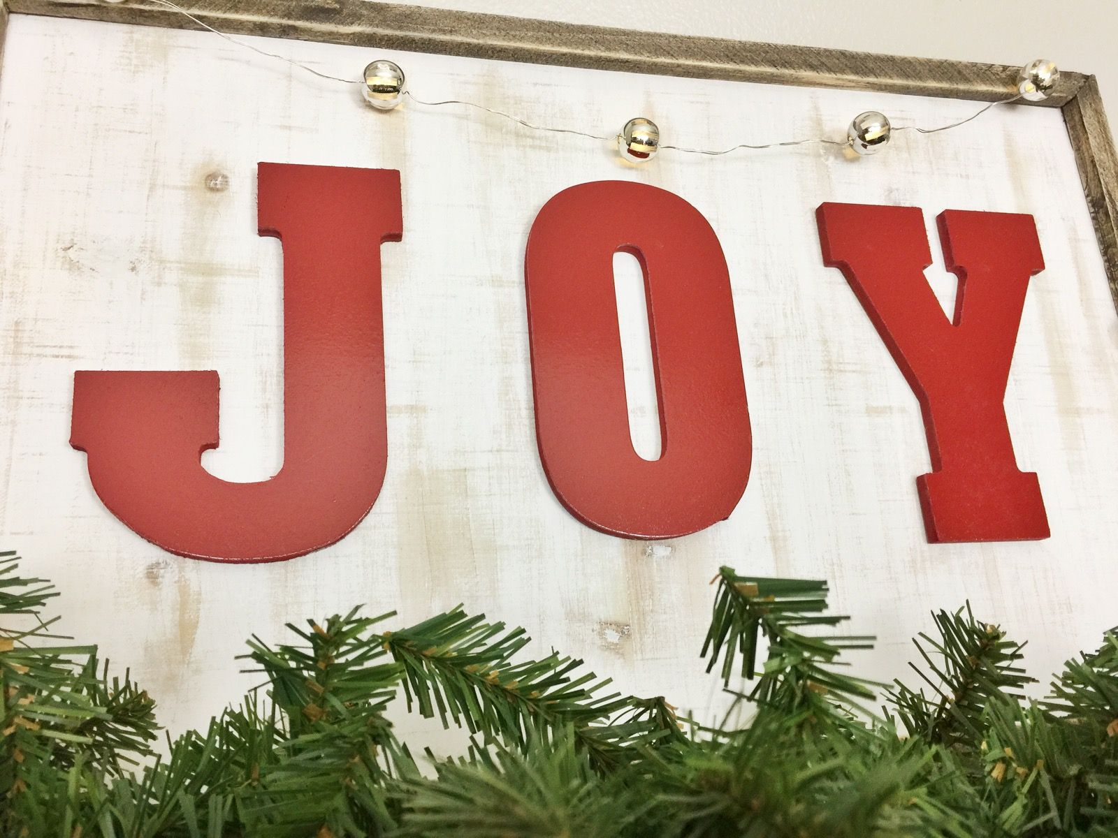 Like easy crafts? Then you\'ll love this DIY Joy Christmas sign ...