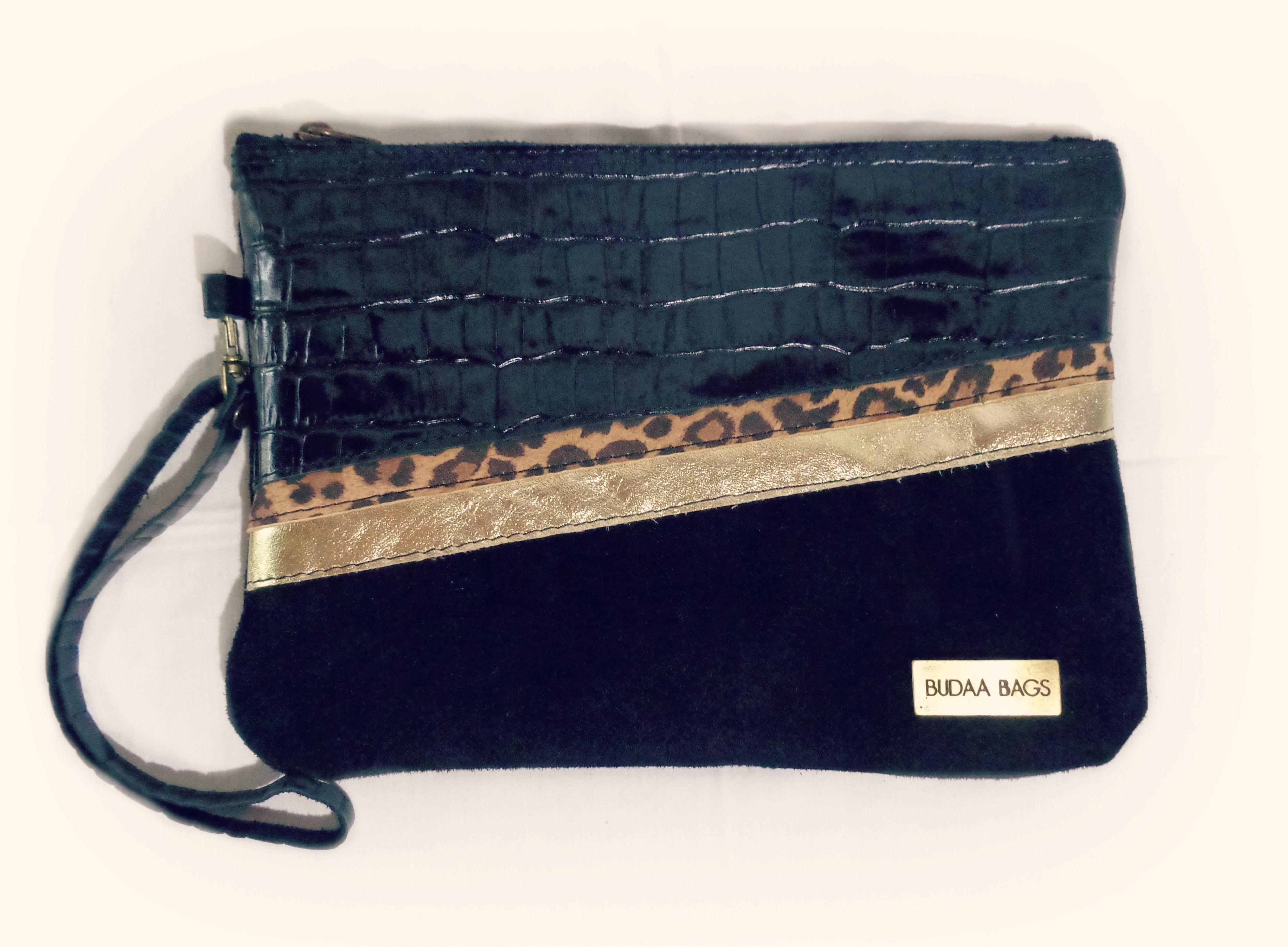 Sobre Luli, 3 combinaciones de cueros.  100% Cuero y Cuero gamuzado.   www,facebook.com/budaabags   #fashion #moda #leather #collection #aw2015 #winter #handbags #bags #leather #budaabags #suelaynegro #cuero #like #love #megusta