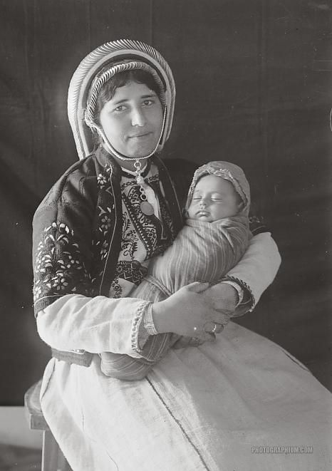 Mother and baby. Palestine. 1934-1939