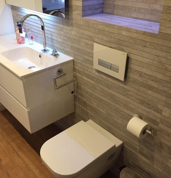 Ba o siempre fresco con cisterna empotrada y sistema de for Cisterna empotrada