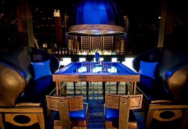 Indigo Pearl hotel thailand blaue beleuchtung pendelleuchte