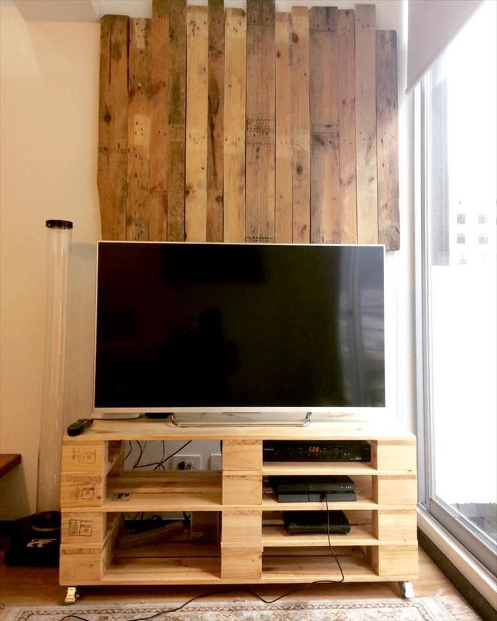 Pallet Media Table On Wheels Diy 20 Upcycled Wood Pallet Ideas 101 Pallets Tv Mobel Paletten Palettenholz Mobel Aus Paletten