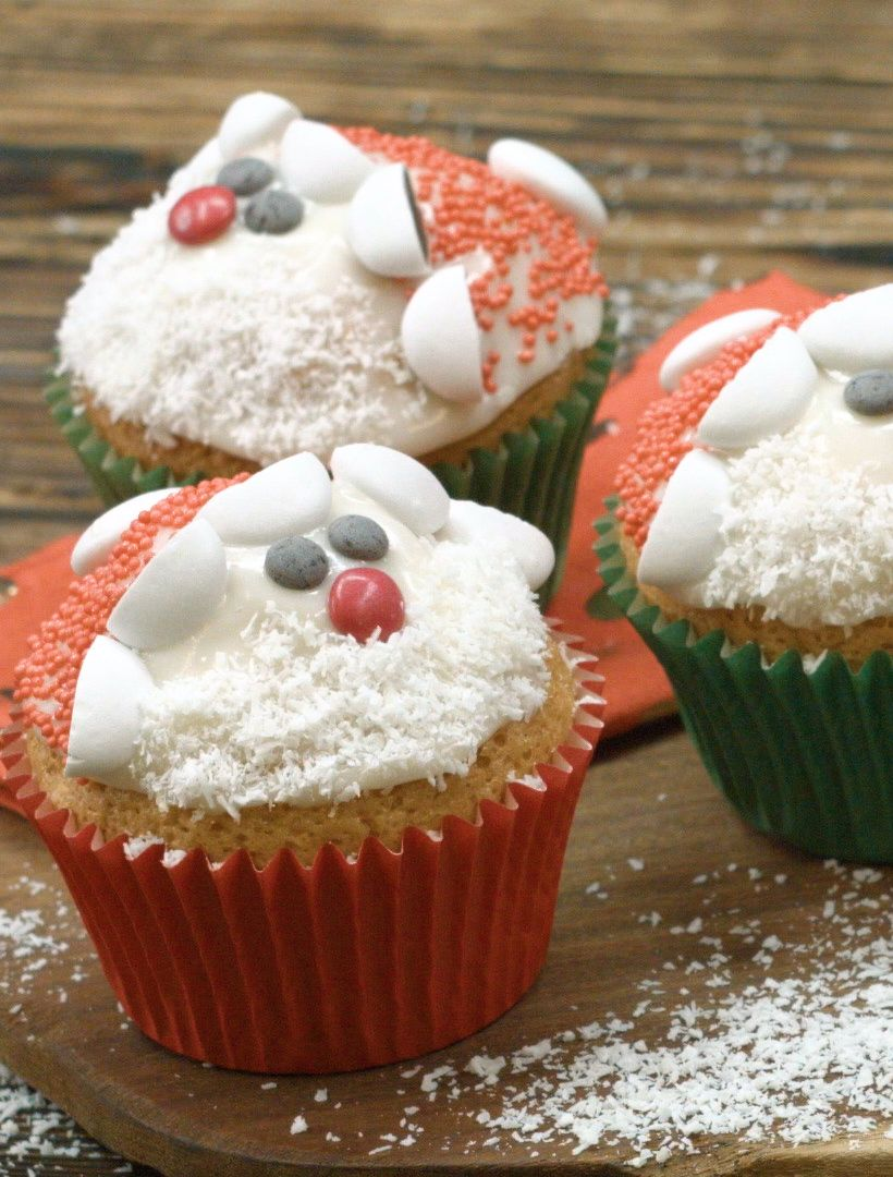 nikolaus muffins weihnachtsgeb ck christmas baking. Black Bedroom Furniture Sets. Home Design Ideas