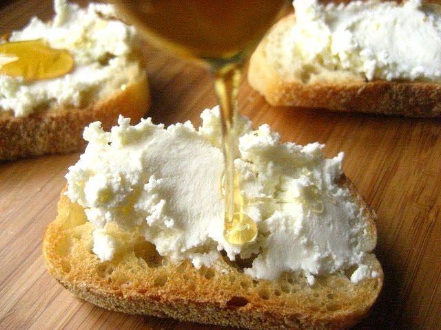 crostini with ricotta+honey+lemon zest
