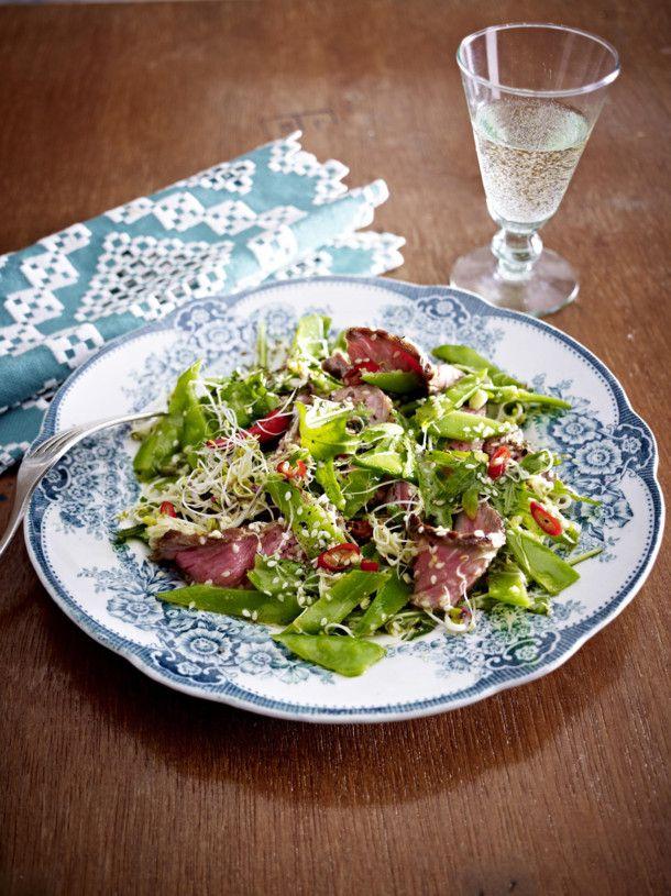 Unser beliebtes Rezept für Zuckerschoten-Sprossen-Salat mit Steakstreifen und mehr als 55.000 weitere kostenlose Rezepte auf LECKER.de.
