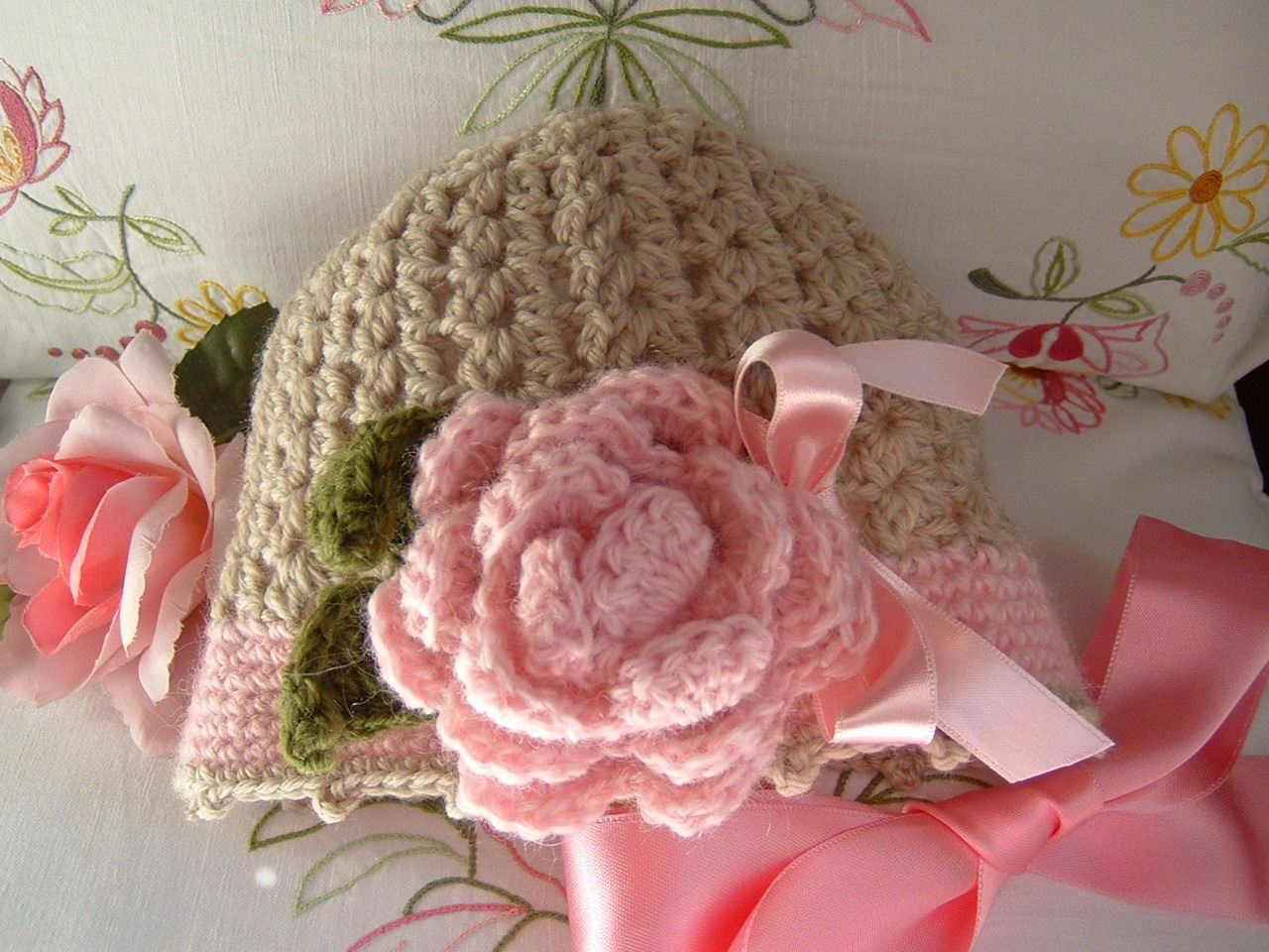 Cappello per neonata all 39 uncinetto cappello in lana beige Pizzi all uncinetto per credenze