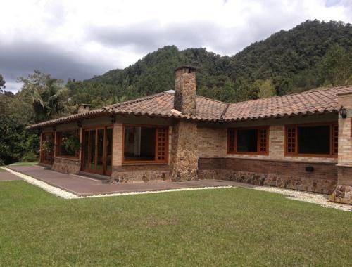 Imagen relacionada casas de una sola planta casas for Casas campestres rusticas