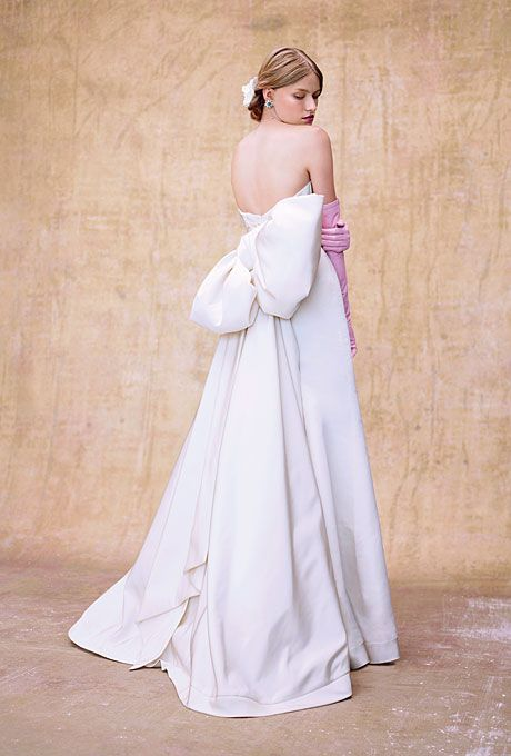 Wedding Dresses With Dramatic Back Details | Colorful Gowns ...