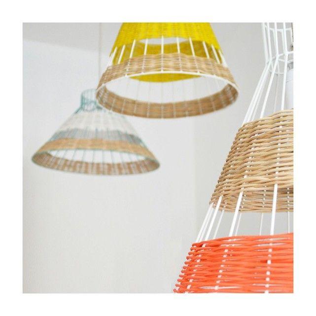Lampe Suspension Straw Rotin Corail et Naturel Armature Blanche Serax