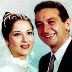 موسوعة الصور الأكثر وضوحا أجمل 11 صورة للفنان الراحل نور الشريف مع زوجته بوسي Millionaire Dating Attractive Women Attractive