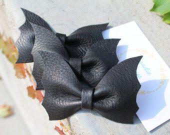 Halloween bat bow Bat bow hair clip Infant halloween bow Bat wing headband Baby bow headband Newborn headband Baby bows Glitter bows