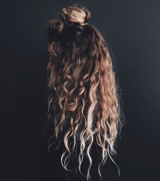 Easy Hairstyles For Long Hair Hun Bun Easyhairstyles Easy Hairstyles Diy In 2020 Easy Hairstyles For Long Hair Curly Hair Styles Curly Hair Styles Naturally