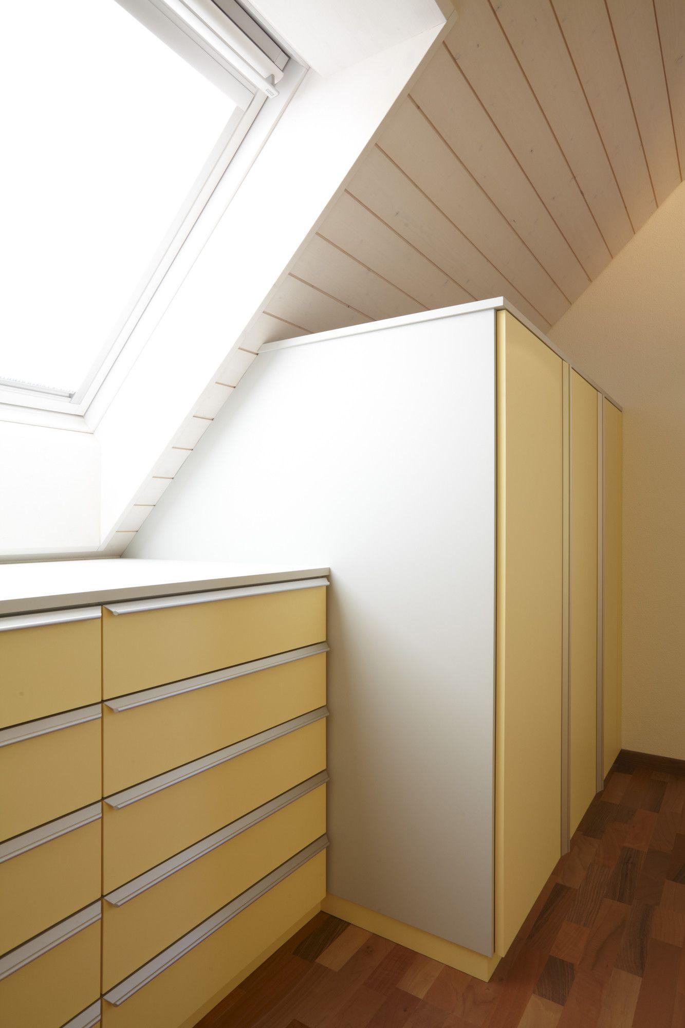 Wunderbar Schrank In Dachschräge, Schubladen In Dachschräge Unter Dachfenster, Front  In Gelb, Griffleiste In Aluminium