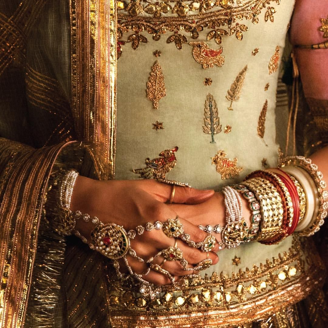 Deepika Padukone In These Awe Inspiring Jewel Pieces From Indian Traditional Pakistani Pu Bangle Designs Indian Wedding Jewelry Bridal Jewellery Indian