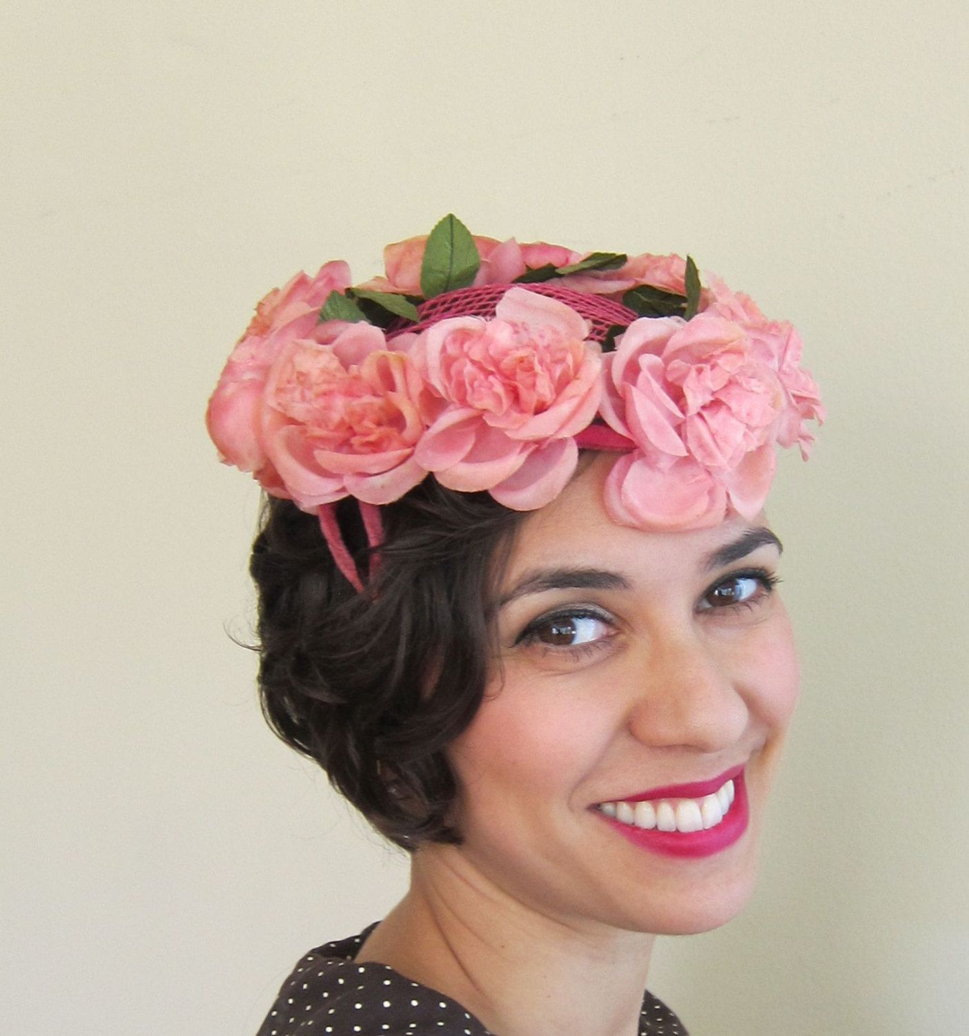 407e21e21a0f1d Vintage 1950s Pink Flower Hat / 50s Floral Crown Wreath Cocktail Hat  Fascinator by BasyaBerkman on Etsy