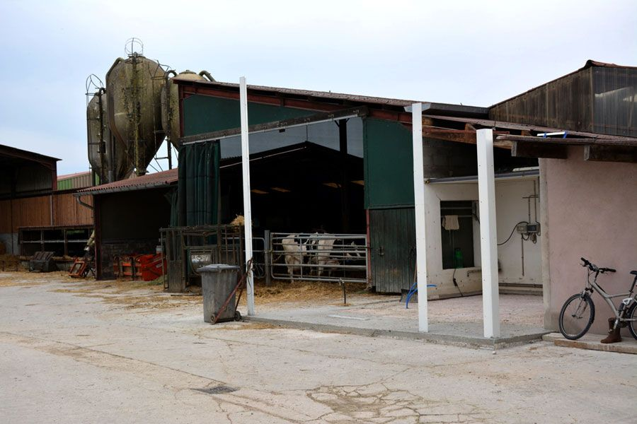 Milk parlour extension with prefabricated building site