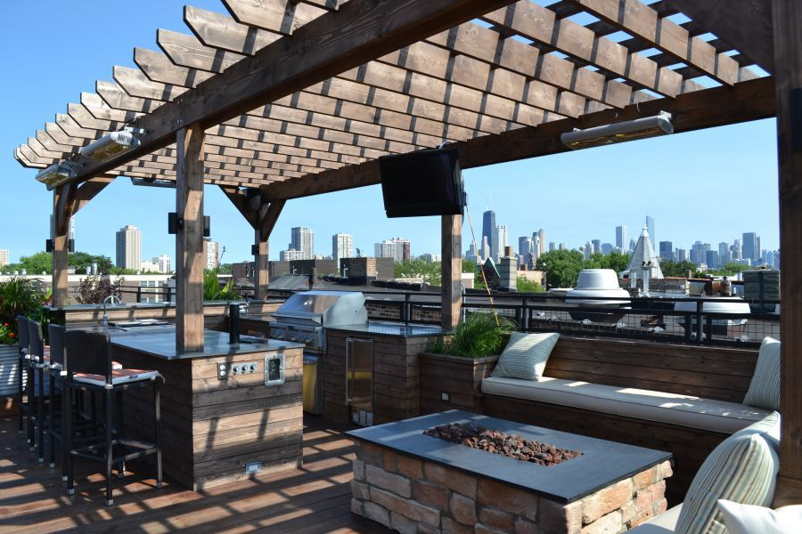 An Entertainer's Dream Chicago Roof Deck and Garden